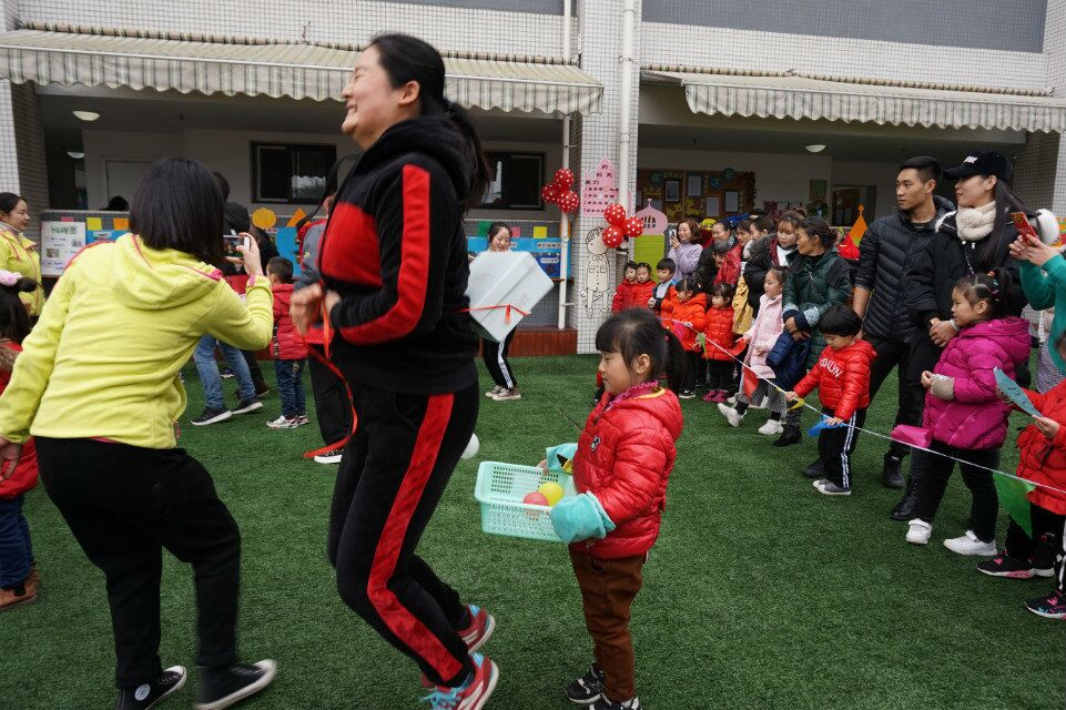 本次森林亲子趣味运动会,不仅让孩子和家长体会到体育游戏的乐趣,更